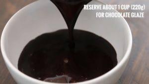 Đam Mê Ẩm Thực Tắt-bếp-cho-1-cup-220g-hỗn-hợp-vừa-đun-vào-bát-Chocolate-và-khuấy-đều-cho-đến-khi-Chocolate-tan-để-riêng-dùng-để-phủ-Chocolate-khi-hoàn-thành.-Sau-đó-để-nguội4-300x169