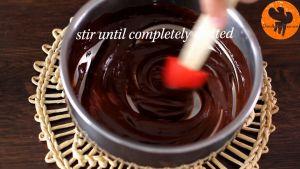 Đam Mê Ẩm Thực Tắt-bếp-và-để-nồi-ra-rây-thêm-Chocolate-và-khuấy-cho-đến-khi-tan-đều3