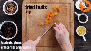 Đam Mê Ẩm Thực Thái-nhỏ-hoa-quả-sấy-khô-và-hạt-óc-chó