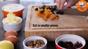 Đam Mê Ẩm Thực Thái-nhỏ-hoa-quả-sấy-khô-và-hạt-óc-chó2
