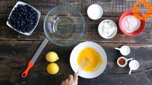 Đam Mê Ẩm Thực Thêm-đường-vào-lòng-đỏ-trứng-và-đánh-cho-đến-khi-quyện-đều4-300x169