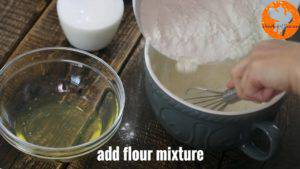 Đam Mê Ẩm Thực Thêm-1-ít-bột-mì-đa-dụng-và-khuấy-cho-đến-khi-quyện-đều-300x169