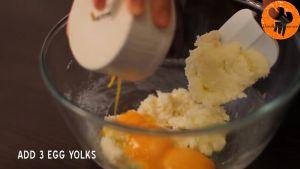 Đam Mê Ẩm Thực Thêm-3-lòng-đỏ-trứng-vào-bát-và-trộn-cho-đến-khi-quyện-đều