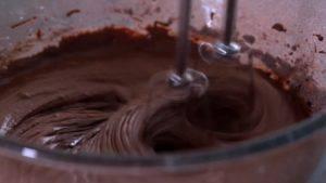 Đam Mê Ẩm Thực Thêm-Chocolate-đã-đun-tan-chảy-và-tiếp-tục-đánh-đều2-300x169