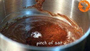 Đam Mê Ẩm Thực Thêm-chiết-suất-vani-bột-cacao-muối-và-khuấy-cho-đến-khi-quyện-đều2-300x169