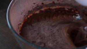 Đam Mê Ẩm Thực Thêm-dần-dần-hỗn-hợp-bột-ở-bước-1-sữa-chua-không-đường-và-tiếp-túc-đánh-cho-đến-khi-quyện-đều5-300x169