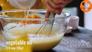 Đam Mê Ẩm Thực Thêm-dầu-thực-vật-vào-bát-và-tiếp-tục-khuấy-đều-300x169
