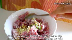 Đam Mê Ẩm Thực Thêm-hành-băm-tỏi-băm-bột-nêm-hạt-tiêu-muốinước-mắm-vào-bát-sườn-và-trộn-đều-ướp-trong-15-phút2
