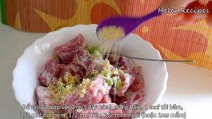 Đam Mê Ẩm Thực Thêm-hành-băm-tỏi-băm-bột-nêm-hạt-tiêu-muốinước-mắm-vào-bát-sườn-và-trộn-đều-ướp-trong-15-phút3