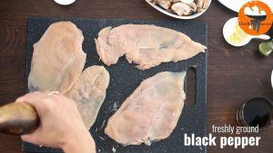 Đam Mê Ẩm Thực Thêm-hạt-tiêu-đen-lên-ức-gà