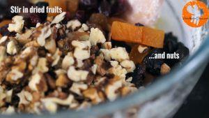 Đam Mê Ẩm Thực Thêm-hoa-quả-sấy-khô-hạt-óc-chó-thái-nhỏ-ở-bước-1-và-trộn-đều2