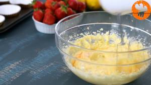 Đam Mê Ẩm Thực Thêm-lần-lượt-3-quả-trứng-vào-bát-và-đánh-cho-đến-khi-quyện-đều3