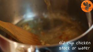 Đam Mê Ẩm Thực Thêm-nước-dùng-gà-nước-tương-Maggi-mật-ong-giấm-gạo-đường-nâu-và-khuấy-đều-cho-đến-khi-sôi-nhẹ