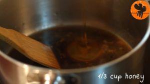 Đam Mê Ẩm Thực Thêm-nước-dùng-gà-nước-tương-Maggi-mật-ong-giấm-gạo-đường-nâu-và-khuấy-đều-cho-đến-khi-sôi-nhẹ3