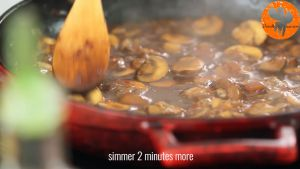 Đam Mê Ẩm Thực Thêm-nước-luộc-gà-vào-chảo-và-khuấy-đều-nấu-trong-2-phút1
