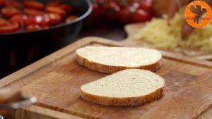 Đam Mê Ẩm Thực Thêm-phô-mai-nạo-nhỏ-cà-chua-bi-rau-tùy-thích-vào-mặt-bánh-mì-gối-chưa-phết-bơ