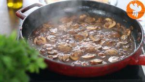 Đam Mê Ẩm Thực Thêm-rượu-Marsala-vào-chảo-và-nấu-trong-2-phút-cho-đến-khi-sôi-bong-bóng2
