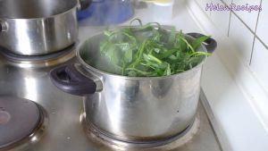 Đam Mê Ẩm Thực Thêm-rau-muống-đã-nhặt-sẵn-vào-nồi-trong-30-phút-cho-đến-khi-rau-chín-và-mềm2