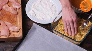 Đam Mê Ẩm Thực Tiếp-tục-cho-vào-vụn-bánh-bột-ngô-nướng-phủ-kín-và-cho-ra-khay-đã-lót-giấy-nến2