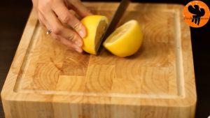 Đam Mê Ẩm Thực Vắt-đều-chanh-tây-vào-từng-quả-táo