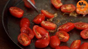 Đam Mê Ẩm Thực Xếp-đều-cà-chua-vào-khay.-Cho-khay-vào-lò-và-nướng-trong-25-30-phút2