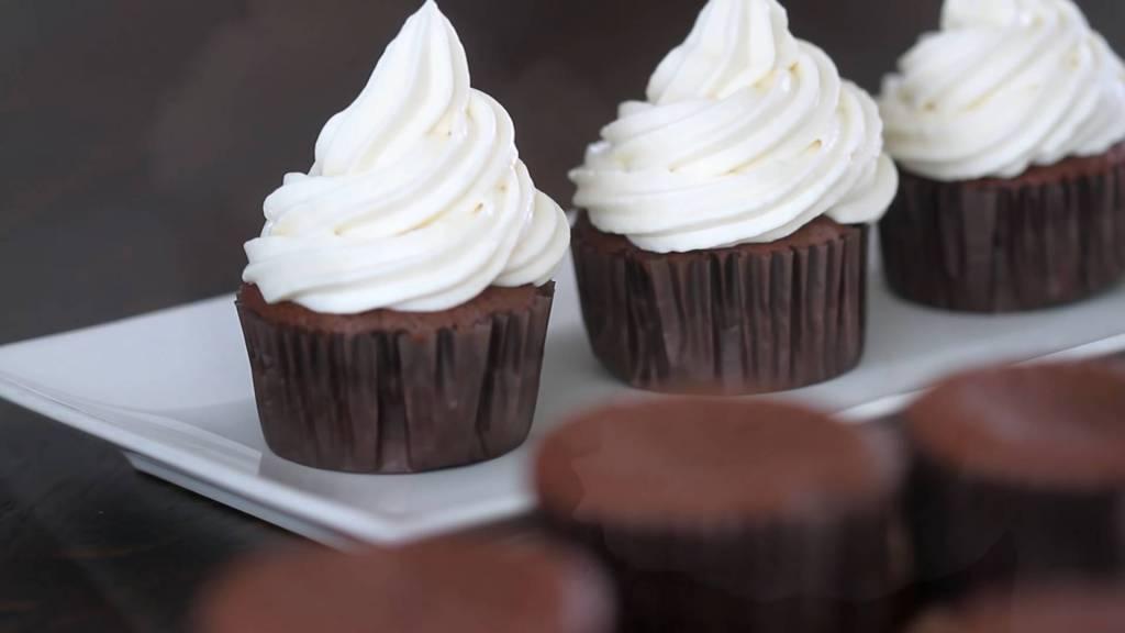 Đam Mê Ẩm Thực cach-lam-banh-cupcake-chocolate-kem-lanh-dammeamthuc.com_
