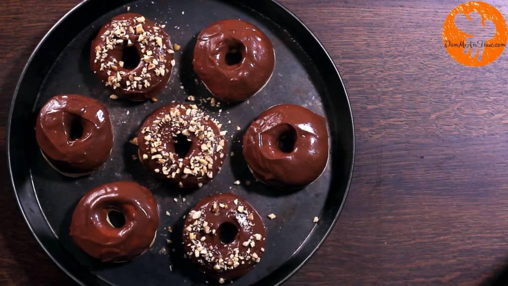 Đam Mê Ẩm Thực cach-lam-banh-donut-chocolate-hat-de-dammeamthuc.com_