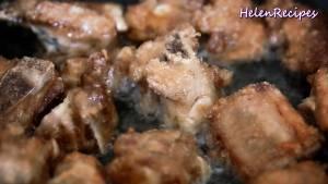 Đam Mê Ẩm Thực Đun-dầu-nóng-trong-chảo-với-lửa-vừa-chiên-sườn-vàng-2-mặt4