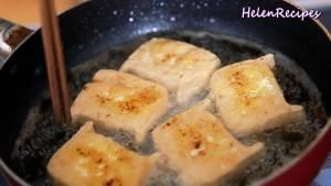 Đam Mê Ẩm Thực Đun-nóng-2-tbsp-dầu-ăn-rồi-để-lửa-vừa.-Cho-phần-đậu-nhồi-sả-ớt-ở-bước-3-vào-chảo-và-chiên-vàng-2-mặt2