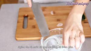 Đam Mê Ẩm Thực 12-củ-Hành-Tây-cắt-lát-mỏng-cho-vào-bát.-Thêm-nước-đá-ngâm-cho-bớt-hăng-và-thêm-giòn2