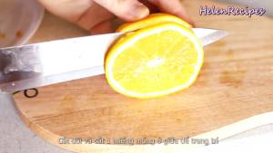 Đam Mê Ẩm Thực Cắt-đôi-quả-cam-và-cắt-1-lát-mỏng-ở-giữa-để-trang-trí
