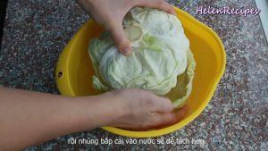 Đam Mê Ẩm Thực Cắt-chỗ-cuống-lá-rồi-nhúng-bắp-cải-vào-nước-để-dễ-tách-hơn2