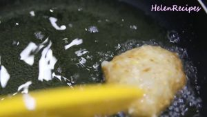 Đam Mê Ẩm Thực Chiên-1-2-phút-cho-phần-bề-mặt-miếng-xôi-se-lại-và-bớt-dính-dùng-xẻng-ép-xuống-1-2-lần-và-xoay-nhẹ-miếng-xôi-trong-chảo-dầu-miếng-xôi-sẽ-phồng-lên3