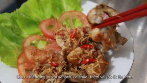 Đam Mê Ẩm Thực Cho-ếch-ra-đĩa-có-trang-trí-với-xà-lách-cà-chua-thêm-vài-lát-ớt-quả-lên-trên-không-bắt-buộc-và-hoàn-thành