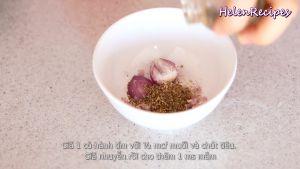 Đam Mê Ẩm Thực Cho-1-củ-Hành-Tím-12-tsp-Muối-Hạt-tiêu-vào-bát-và-giã-nhuyễn3