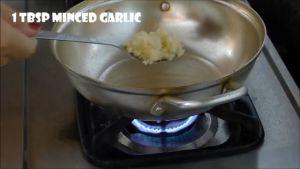 Đam Mê Ẩm Thực Cho-1-tbsp-Tỏi-băm-vào-1-tbsp-dầu-ăn-nóng-già-trong-chảo-và-phi-thơm2