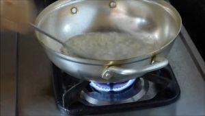 Đam Mê Ẩm Thực Cho-1-tbsp-Tỏi-băm-vào-1-tbsp-dầu-ăn-nóng-già-trong-chảo-và-phi-thơm3