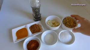 Đam Mê Ẩm Thực Cho-3-tbsp-Sả-băm-nhỏ-2-tbsp-Tỏi-băm-nhỏ-2-tbsp-Đường-1-tsp-Muối-1-tbsp-Bột-ngũ-vị-hương-1-tbsp-Bột-nghệ-12-tsp-Hạt-Tiêu-2-tsp-Dầu-ăn-1-tbsp-Ớt-bột-vào-bát-và-trộn-đều