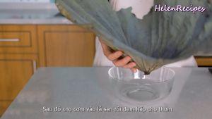 Đam Mê Ẩm Thực Cho-cơm-vừa-trộn-đều-vào-lá-Sen.-Gói-lại-và-hấp-trong-10-phút