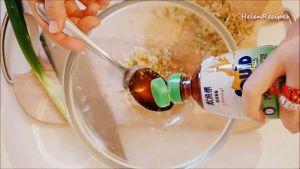 Đam Mê Ẩm Thực Cho-sả-băm-hoặc-xay-nhuyễn-tỏi-băm-nhỏ-hành-lá-thái-nhỏ-nước-mắm-nước-tương-Maggi-đường-tiêu-dầu-ăn-vào-bát-và-trộn-đều2