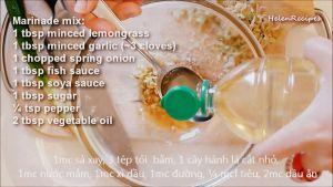 Đam Mê Ẩm Thực Cho-sả-băm-hoặc-xay-nhuyễn-tỏi-băm-nhỏ-hành-lá-thái-nhỏ-nước-mắm-nước-tương-Maggi-đường-tiêu-dầu-ăn-vào-bát-và-trộn-đều3