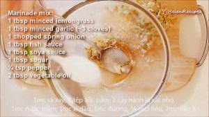 Đam Mê Ẩm Thực Cho-sả-băm-hoặc-xay-nhuyễn-tỏi-băm-nhỏ-hành-lá-thái-nhỏ-nước-mắm-nước-tương-Maggi-đường-tiêu-dầu-ăn-vào-bát-và-trộn-đều4