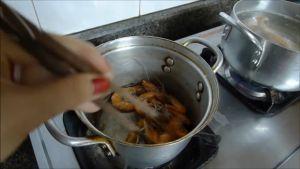 Đam Mê Ẩm Thực Cho-tôm-vào-nồi-không-dầu-ăn-rang-2-phút-với-lửa-vừa-cho-đến-khi-tôm-chín-đỏ