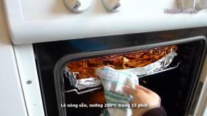 Đam Mê Ẩm Thực Cho-thịt-bò-ra-khay-nướng-đã-lót-sẵn-giấy-bạc-và-nướng-trong-15-phút-mỗi-mặt3
