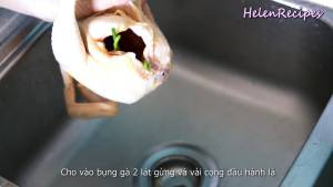 Đam Mê Ẩm Thực Cho-vào-bụng-gà-2-lát-Gừng-vài-cọng-Hành-lá-và-cho-gà-vào-nồi2
