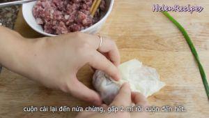 Đam Mê Ẩm Thực Cuộn-cải-lại-đến-nửa-chừng-rồi-gấp-2-bên-cạnh-lá-và-cuộn-đến-hết2