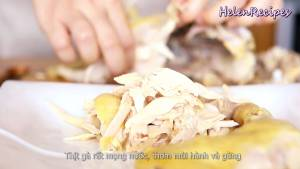 Đam Mê Ẩm Thực Gà-để-nguội-xé-sợi-thịt-gà-sẽ-mọng-nước-thơm-mùi-hành-và-gừng2