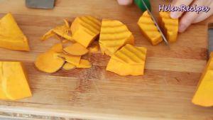 Đam Mê Ẩm Thực Gọt-vỏ-loại-bỏ-ruột-Bí-đỏ-cắt-miếng-đều-nhau-2x5cm4