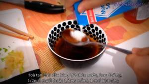 Đam Mê Ẩm Thực Hòa-tan-3-tbsp-Dầu-hào-12-cup-Nước-1-tbsp-Đường-12-tsp-Muối-hoặc-2-tsp-Nước-mắm-1-tsp-Bột-năng-hoặc-bột-bắp-vào-bát-và-khuấy-đều3