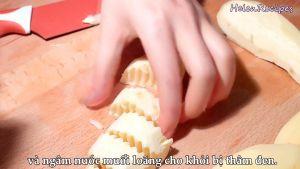 Đam Mê Ẩm Thực Khoai-lang-khoai-tây-khoai-môn-cắt-miếng-vừa-và-ngâm-vào-nước-muối-loãng-cho-khỏi-bị-thâm-đen